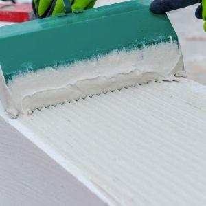 Elementy z betonu komórkowego i silikatów przystosowane są do łączenia na cienką spoinę. Fot. H+H Polska