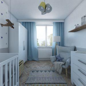 Pokój najmniejszego członka rodziny jest utrzymany w tej samej kolorystyce co reszta mieszkania. Radosną nutę wprowadzają do wnętrza akcenty żółtego koloru, które pojawiają się na dywanie i lampie. Fot. MGN