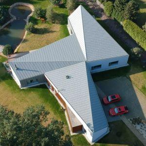 Realizacja o nazwie FAN-CY-HOUSE znajduje się na jednym z łódzkich osiedli domów jednorodzinnych. Fot. 3DPROJEKT