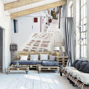 Uliczka w Grecji - kolorem, który przeważa w greckich miastach jest biel - rzędy białych domów układają się tam w gęstą sieć. Fot. Demural