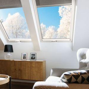 Poprzez niskiej klasy, źle zamontowane okna i drzwi z domu może uciekać nawet 25% energii cieplnej. Fot. Fakro
