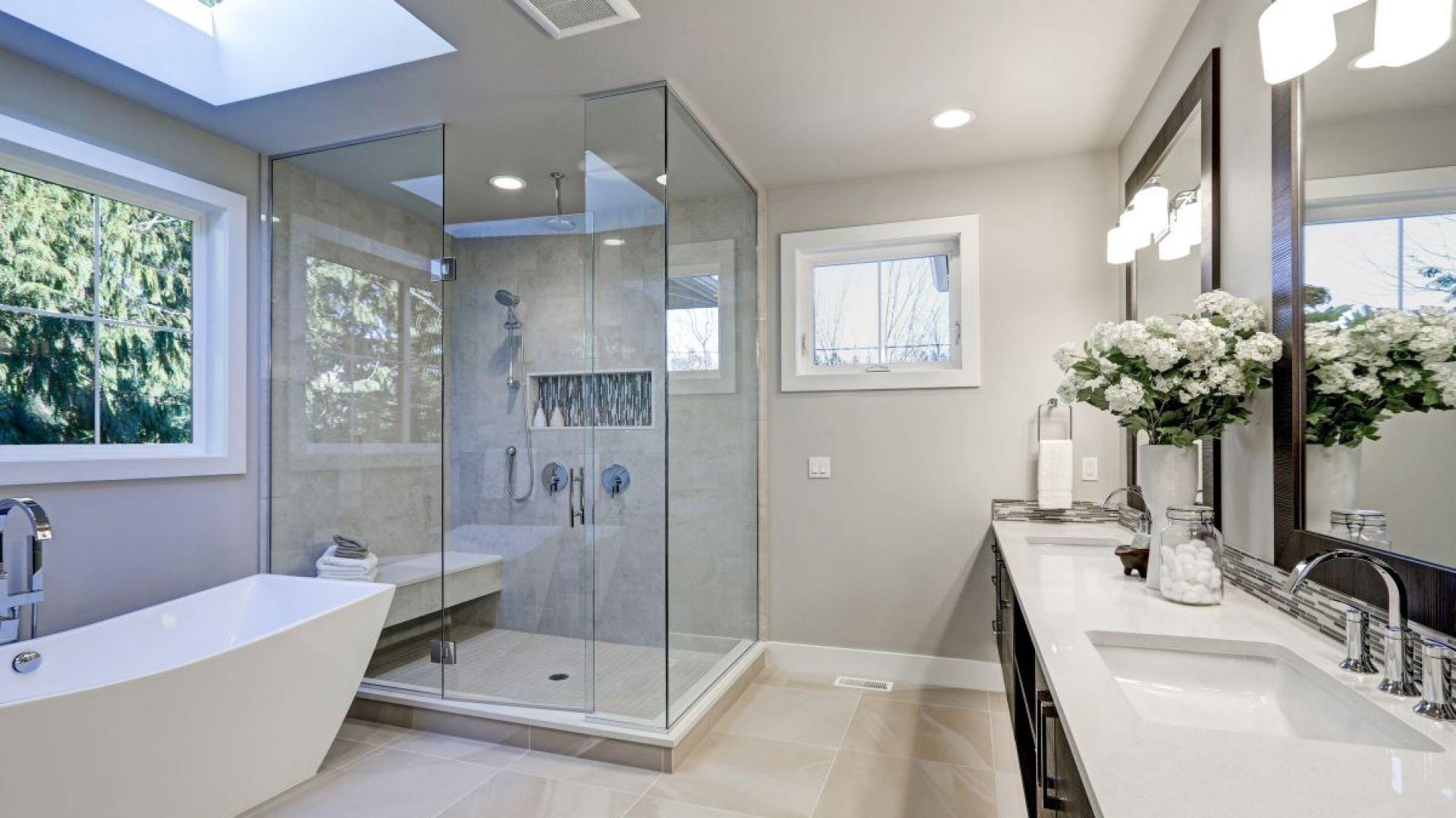 Kratki wentylacyjne oraz wentylatory należy montować jak najdalej od drzwi wejściowych do pomieszczenia. Fot. Shutterstock