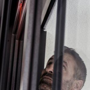 Jak skutecznie odstraszyć włamywacza? Twój okienny strażnik w akcji. Fot. REHAU