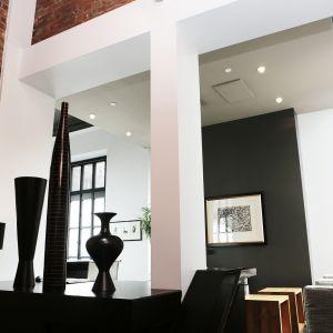 Loftowe ściany kochają beton i cegłę. Fot. CH Fasty