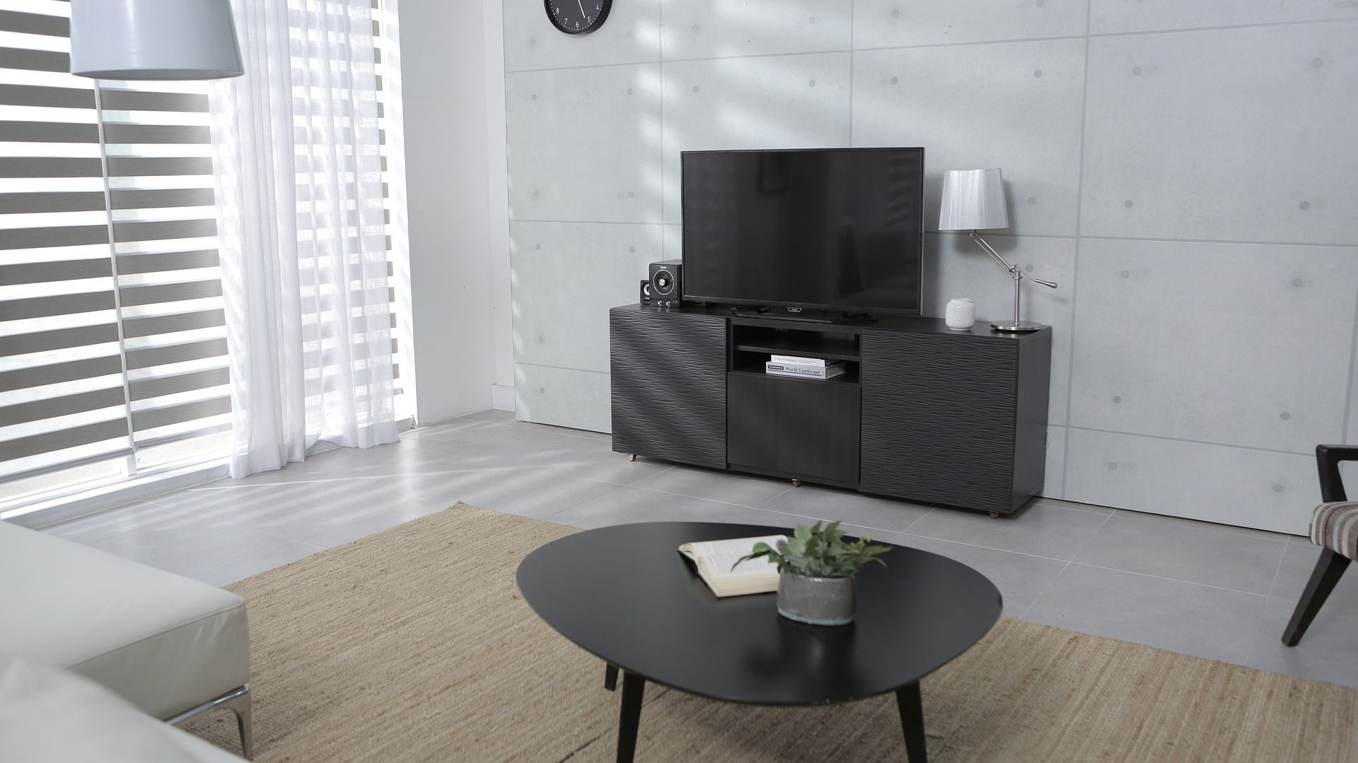 Do stylu loftowego świetnie nadają się meble, które charakteryzuje surowość i prostota oraz chłodne, stonowane barwy. Fot. CH Fasty
