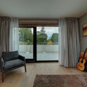 Okna z PVC zapewniają dobrą izolacyjność cieplną i akustyczną, a do tego są łatwe w konserwacji i atrakcyjne cenowo. Fot. MS więcej niż Okna
