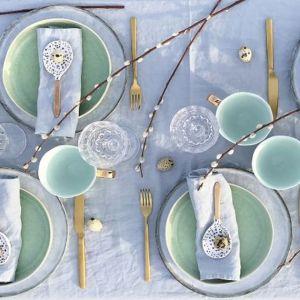 Wielkanoc to szczególne święto. Warto zatem zadbać o ciekawą aranżację świątecznego stołu. Fot. Dutchhouse