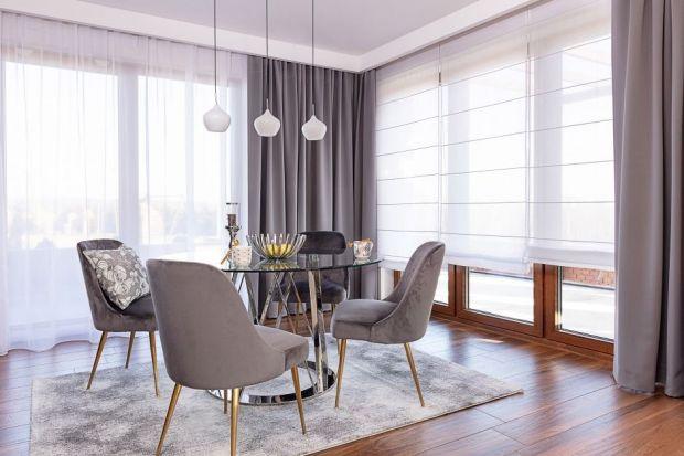 Nowe firany i zasłony odmienią wystrój pomieszczenia oraz zwrócą uwagę odwiedzających gości. Aranżacja okien ma także wymiar praktyczny – odpowiednio dobrane tkaniny zapewnią niezbędną prywatność wszystkim domownikom, zmniejszą utratę c