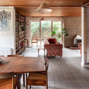 Jadalnia, kuchnia i salon tworzą otwartą strefę dzienną. Fot. Architekt Kenneth Roy Hathaway