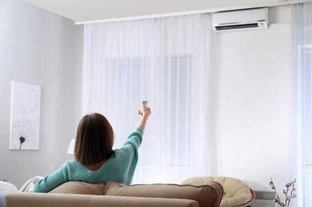 Klimatyzacja domowa w ciągu kilku ostatnich lat jest jednym z najszybciej rozwijających się trendów HVAC. Wszystko wskazuje na to, że nadchodzący sezon również będzie korzystny dla całej branży. Co zatem jako przyszli użytkownicy powinniśmy m