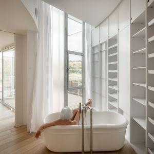 Wewnątrz znajdują się wspaniałe wnętrza oferujące całkowitą prywatność mieszkańcom. Fot. Imagen Subliminal