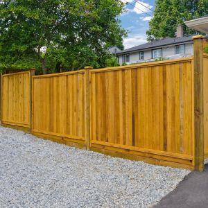 Drewniane ogrodzenie to rozwiązanie klasyczne i ponadczasowe. Fot. Vidaron