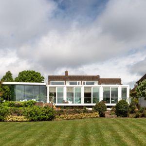 Historia tego domu sięga lat siedemdziesiątych XX wieku. Fot. Stiff + Trevillon