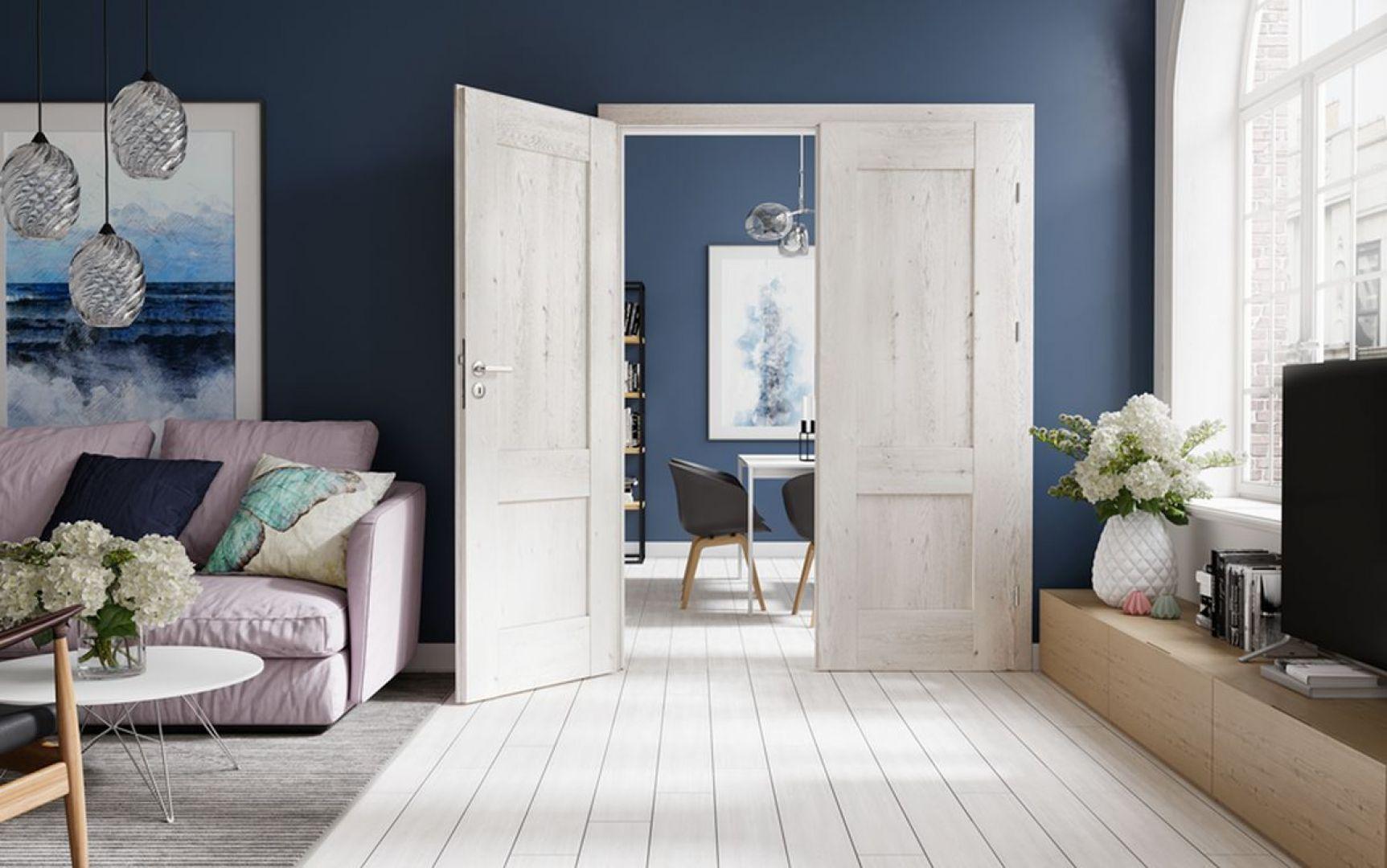 Drzwi Porta Verte Premium w kolorze jasnego dębu. Klasyczny odcień drewna wprowadzi do aranżacji harmonię i ład. Fot. Porta