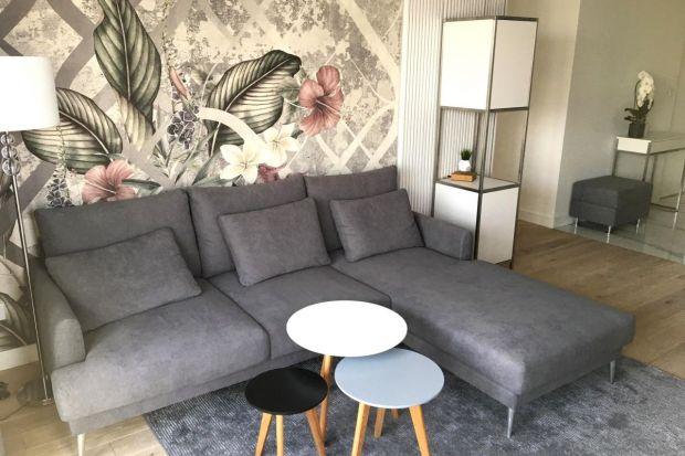 Apartament urządzony nowocześnie z domieszką glamour