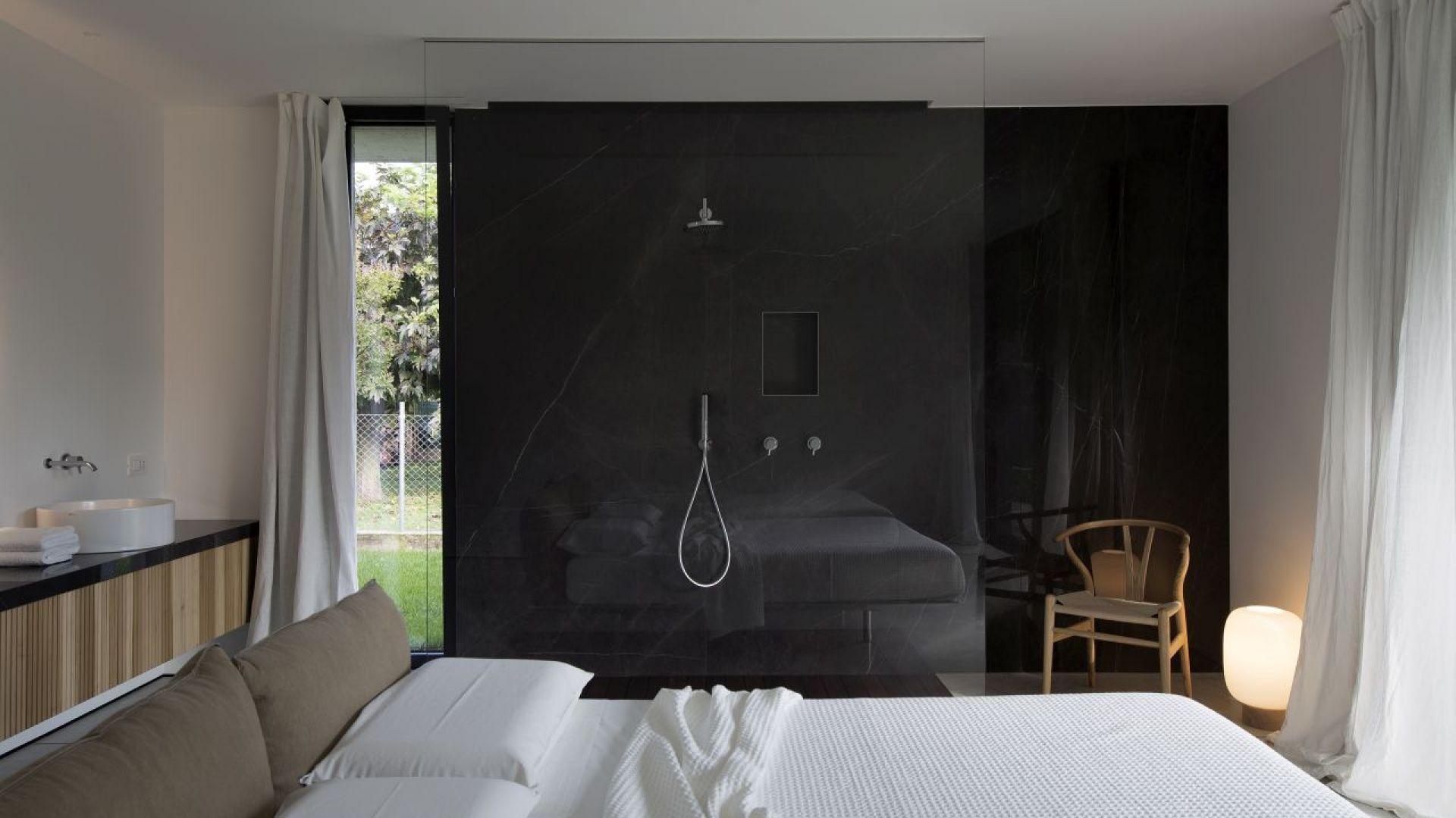 Elegancja i minimalistyczny design kolekcji podkreślają ekskluzywne wnętrza łazienek z ogromną dbałością o szczegóły. Fot. Ritmonio