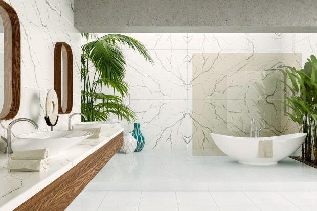 Elegancja klasycznego salonu kąpielowego to dość częsty motyw wybierany przede wszystkich dla większych łazienek. Wolnostojąca wanna, białe dekoracje współgrają ze ścianami w ciemnych odcieniach, a także z blatami.