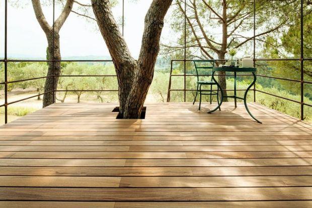Drewno, jako materiał budowlany sprawdza się zarówno we wnętrzu, jak i na zewnątrz domu. W przypadku montażu elementów drewnianych w ogrodzie warto wybrać gatunki bardziej odporne na działanie czynników atmosferycznych. Podpowiadamy, które ga