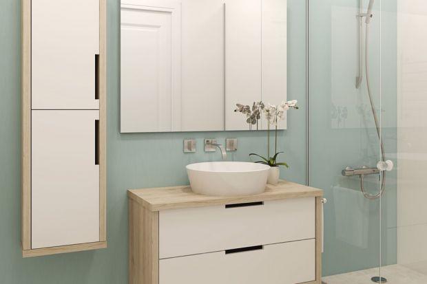 Przemalowanie ścian w łazience nie wymaga wielkich przygotowań, a może sprawić, że jej wnętrze zmieni się nie do poznania. Trzeba jednak pamiętać, że powierzchnie w tym miejscu są wyjątkowo narażone na szkodliwe działanie pary wodnej oraz n
