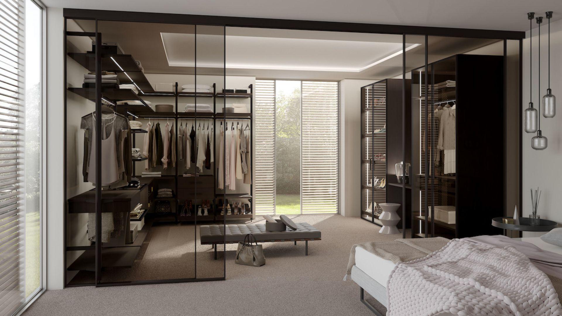 Przemyślana garderoba oszczędza czas, nerwy i pomaga na dłużej zachować dobry stan ubrań, dodatków i akcesoriów. Fot. Raumplus