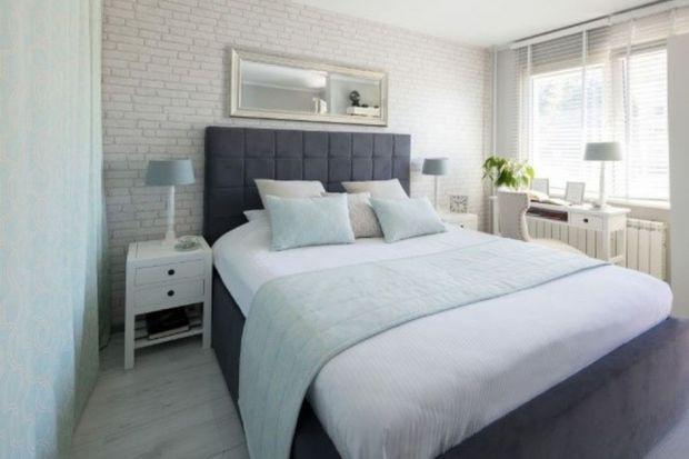 Żeby cieszyć się idealnym snem, warto zadbać o otoczenie – a więc wystrój sypialni. Rozejrzyj się po swoim pokoju i zastanów się, co możesz w nim zmienić. Nie wiesz, od czego zacząć?
