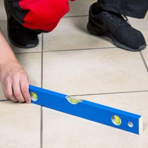 03. Dokładnie oczyść podłoże i zmierz poziom. Fot. RuckZuck
