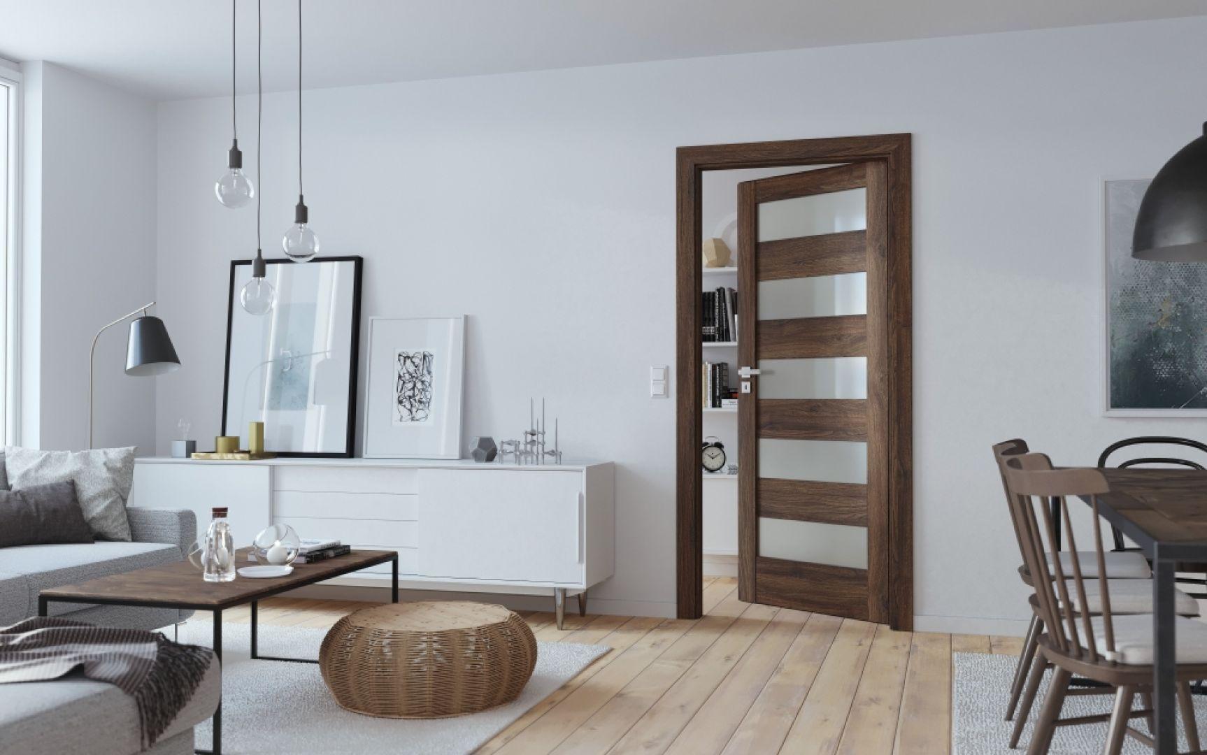 Drzwi Porta Verte Home ozdabiają aranżację wyrazistą barwą drewna i rysunkiem słojów. Fot. Porta