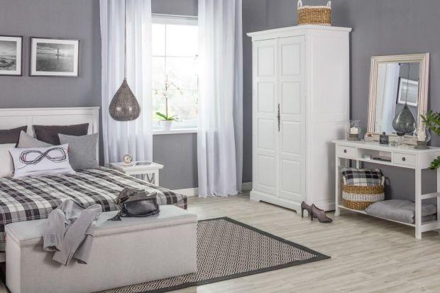 Wybór idealnego lustra do mieszkania stanowi coraz większe wyzwanie. Czy lustro ma być małe, czy duże? Na której ze ścian warto je powiesić? Z jakimi innymi dekoracjami łączyć lustra? To tylko kilka z wielu pytań, które mogą pojawić się w