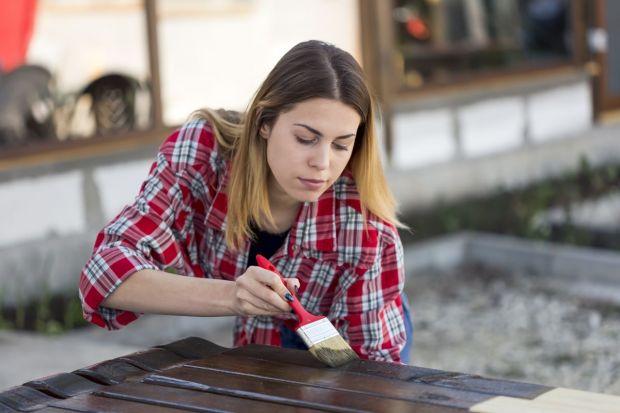 Jak wybrać preparat do ochrony drewna?