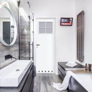 Drzwi Natura w białym kolorze świetnie sprawdzą się w niewielkiej łazience. Fot. RuckZuck