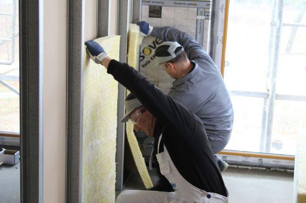 Zalety wełny mineralnej w izolowaniu akustycznym ścian