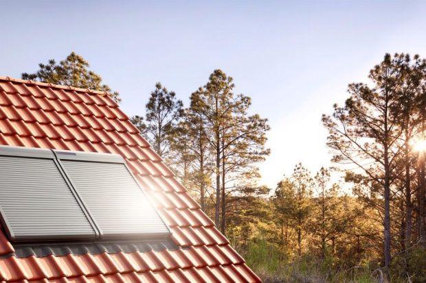 Rolety zewnętrzne, w przeciwieństwie do rolet wewnętrznych, zatrzymują promienie słoneczne, deszcz czy wiatr, zanim dotrą one do szyby. Dlatego szczególnie dobrze sprawdzają się w przypadku okien dachowych, gdzie promienie słoneczne czy deszcz u