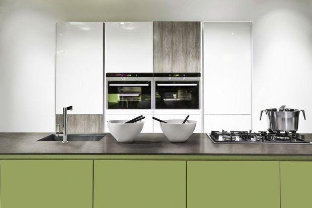 Nowe trendy co jakiś czas odmieniają nasze domowe przestrzenie. Nowinki technologiczne, oryginalne aranżacje, ewoluujące potrzeby użytkowników – wszystko to sprawia, że estetyka wnętrz też nieustannie się zmienia. Wystarczy przyjrzeć się bla