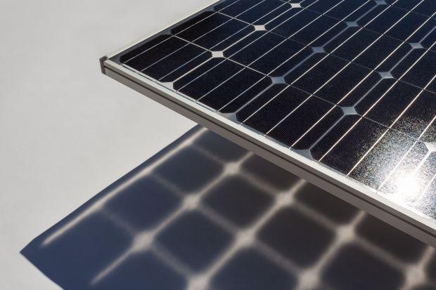 Fraunhofer Institute for Solar Energy Systems (ISE) wdrożył nowe modele analityczne do oprogramowania SmartCalc.CTM, które symuluje straty i wzrost mocy wyjściowej dzięki integracji ogniw z modułem (CTM). Znacznie rozszerzone funkcje obejmują teraz