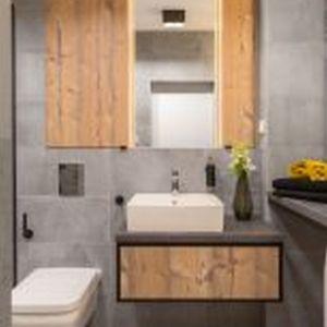 Spójność przestrzeni widoczna jest również w łazienkach. Fot. Decoroom
