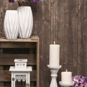 Atmosferę świetnie tworzą też drobiazgi, takie jak drewniane lub gipsowe świeczniki, płócienne ozdoby ze sznurkami, które można zawiesić na oknie lub ścianie, wiklinowe kosze, miski z pachnącymi owocami, kwiatowe wieńce i kwiaty. Fot. KiK