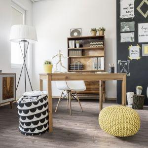 Stabilne biurko i wygodne krzesło zapewnią dziecku odpowiednie warunki do nauki. Fot. RuckZuck
