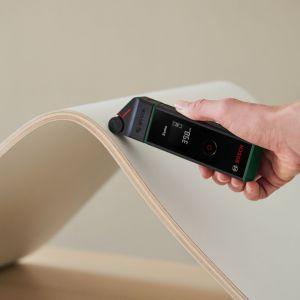 Najpierw użyj wkrętarki akumulatorowej IXO i zdemontuj nogi krzesła. Fot. Bosch
