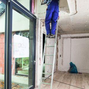 Pracując na wysokościach należy wykorzystywać drabiny zapewniające stabilną i bezpieczną pracę. Fot. Krause