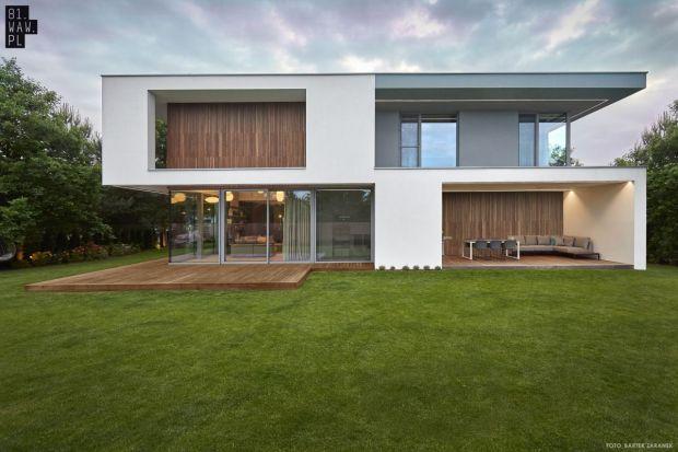 Dom po przekątnej to projekt stworzony z myślą o mieszkańcach, którzy uwielbiają kontakt z naturą. W zgodzie z upływem czasu będzie stanowił doskonałą przestrzeń do zamieszkania.