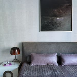 Część prywatna - sypialnia wraz z gabinetem i łazienką to konsekwentna kontynuacja stylu w jakim stworzono strefę dzienną. Fot. Aneta Tryczyńska