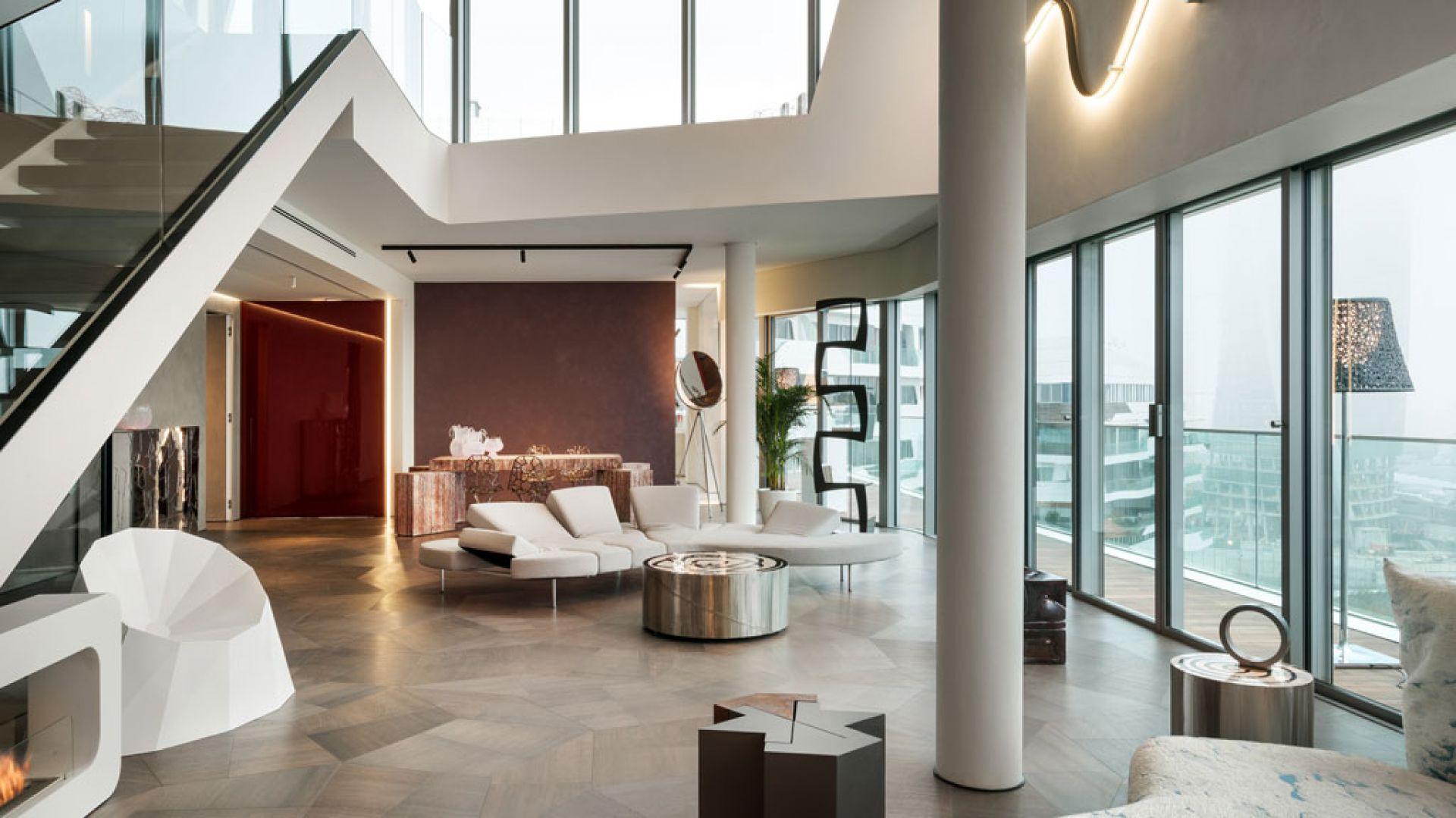 Wnętrza penthouse'u One-11, zaprojektowane przez Zaha Hadid Architects, są przykładem stonowanego luksusu, który opiera się na materiałach najlepszej jakości, wyważonym designie i jasno określonych proporcjach. Fot. Zaha Hadid Architects