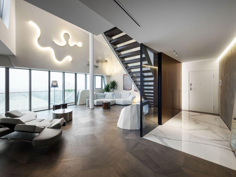 Penthouse One-11 to duża, otwarta przestrzeń, imponująca połączeniem różnorodnych materiałów wykończeniowych. Fot. Zaha Hadid Architects