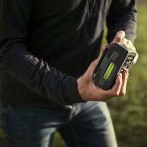 """W przypadku kosiarek i ich akumulatorów producenci też podają pewien wzorzec, a więc zakładany czas pracy i obszar cięcia przy korzystaniu z urządzenia w trybie """"eco"""", czyli najmniejszego zużycia energii.Fot. Lange Łukaszuk"""