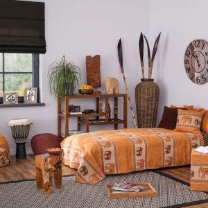 Maluch, który lubi uczyć się o odległych krajach i szukać ciekawostek z geografii, ucieszy się z pokoju inspirowanego stylem afrykańskim. Wybierz kolor pomarańczowy połączony z naturalnym drewnem i kilkoma akcentami prosto z safari. Fot. Dekoria.pl