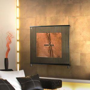 IL DONO DI RA jest uosobieniem Słońca w starożytnej mitologii egipskiej, które przedstawiano jako Bóg Ra, źródło ciepła, energii i życia. Zainspirowany przez Ra, Antonio Pizzolante stworzył miedziany projekt do aplikacji na ekskluzywne grzejniki Form F2 i Kuadrum.  Producent: Brem, www.brem.pl