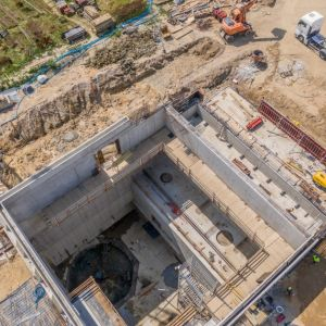 """Na realizację inwestycji """"Deepspot"""" Cemex dostarcza specjalny cement hutniczy z Cementowni Cemex w Rudnikach k. Częstochowy. Fot. Deepspot"""