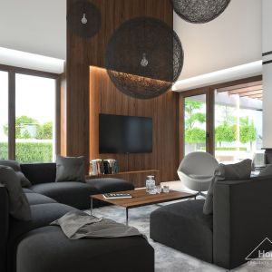 Wrażenie przestronności potęguje antresola, powiększająca przestrzeń salonu. Fot. HomeKONCEPT