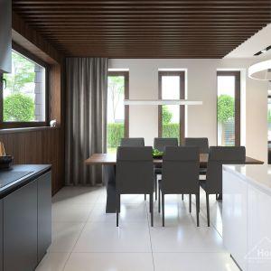 Ciemne drewno to coraz popularniejszy materiał wykończeniowy. Fot. HomeKONCEPT