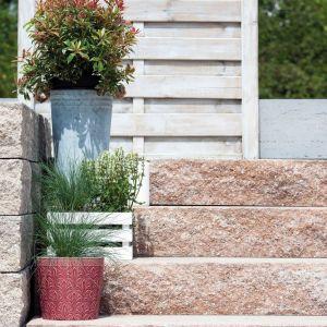 Montaż stopni Grando jest prosty. Nie wymagają one podkonstrukcji wykonanej z betonu. Fot. Polbruk